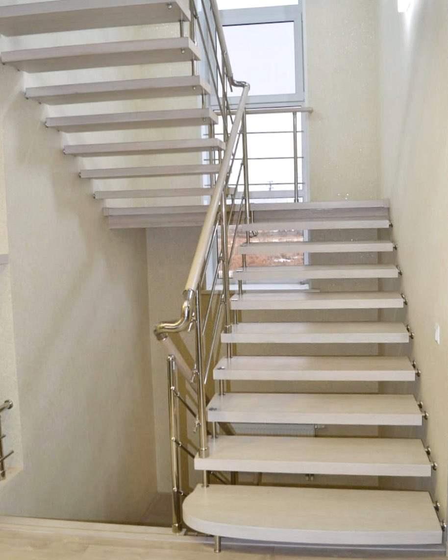 лестницы второго этажа на больцах