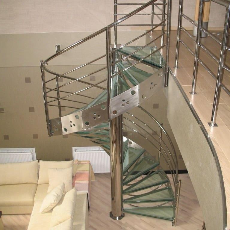лестница на второй этаж из стекла