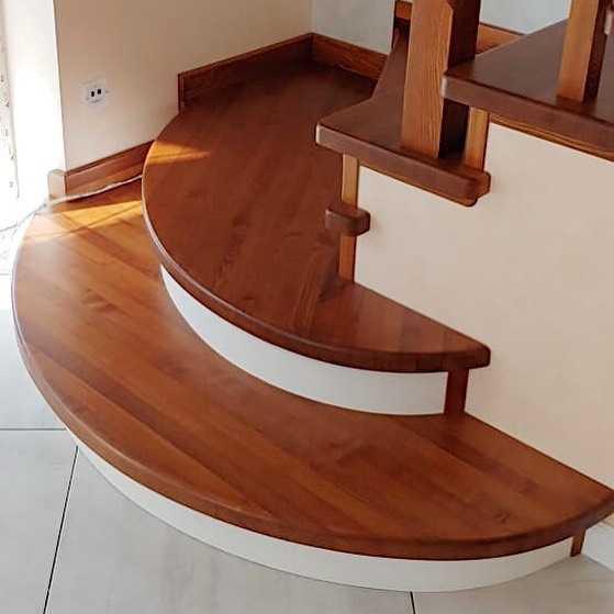 Ступеньки на лестницу для второго этажа
